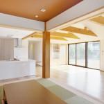 松戸の家(客間よりLDKを見る)