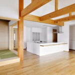 松戸の家(リビングよりキッチンを見る)